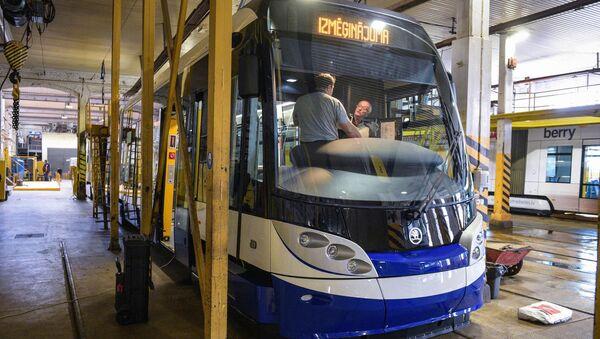Низкопольные трамваи Škoda 15T - Sputnik Латвия