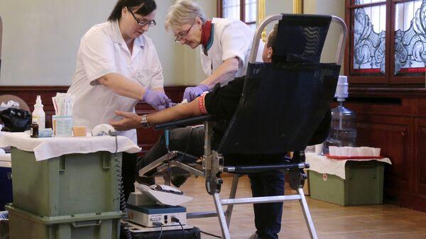 Сорок доноров сдают кровь в День донора в Канцелярии Президента Латвии - Sputnik Латвия