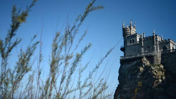 Памятник архитектуры Ласточкино гнездо на Аврориной скале мыса Ай-Тодор в Ялтинском районе Крыма - Sputnik Латвия