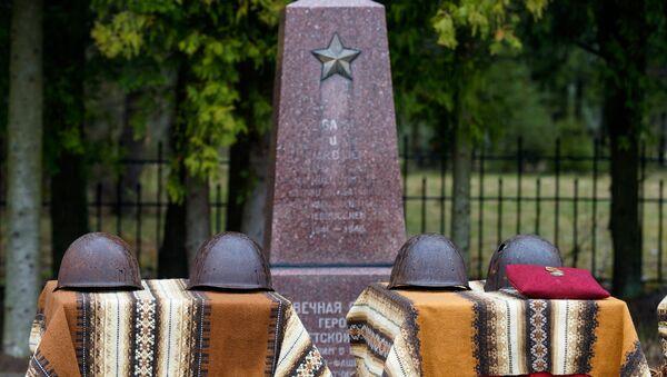 Воинское братское кладбище в Ропажи - Sputnik Латвия