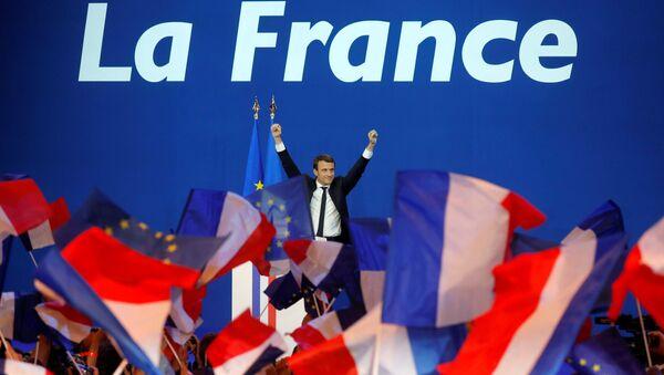 Кандидат в президенты Франции Эммануэль Макрон - Sputnik Латвия
