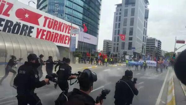Разгон демонстрации в Стамбуле - Sputnik Латвия