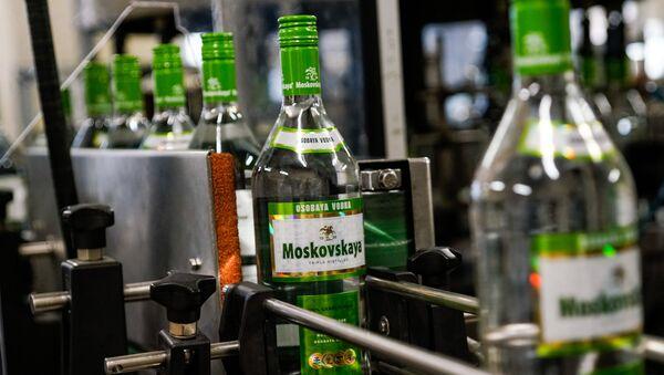 Знаменитая Московская водка производится только в Латвии - Sputnik Латвия