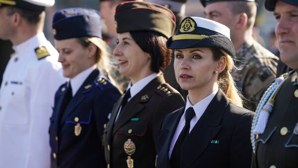 Женщины-военнослужащие трёх родов войск - Sputnik Латвия