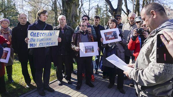 Митинг памяти мирных граждан, сожженных в Одессе 2 мая 2014 года, Рига - Sputnik Латвия