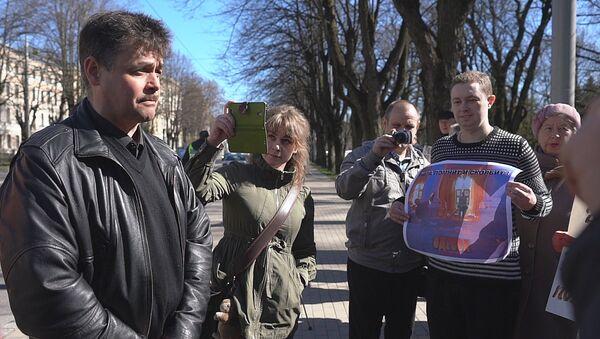 Мы помним, мы скорбим: в Риге почтили память жертв пожара в Доме профсоюзов в Одессе - Sputnik Латвия