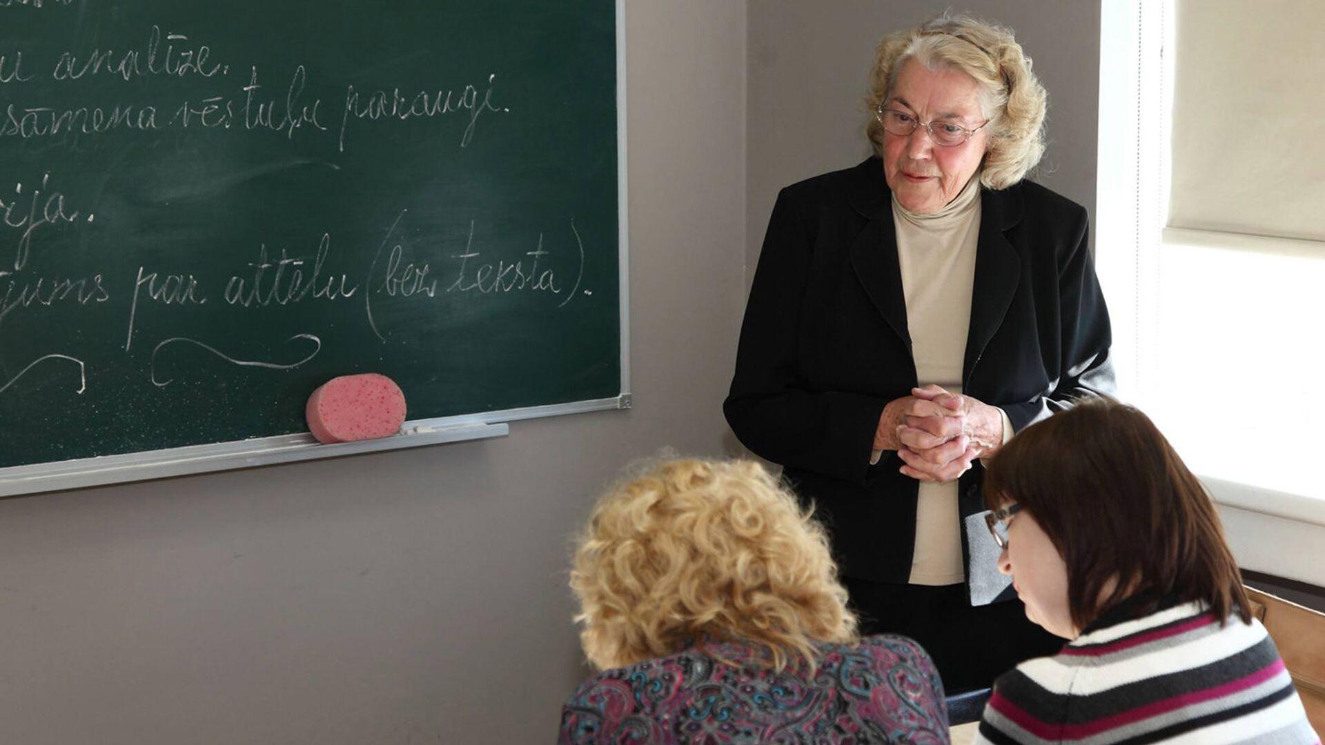 Лига Паберзе - учительница с 62-летним стажем - Sputnik Латвия, 1920, 17.09.2021