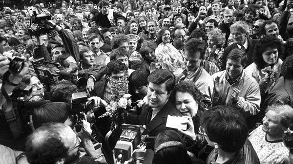Встреча депутатов Верховного совета после принятия декларации о восстановлении независимости Латвийской республики 4 мая 1990 года - Sputnik Латвия