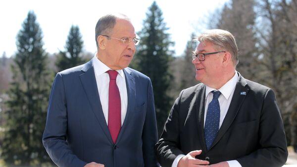 Министр иностранных дел РФ Сергей Лавров (слева) и глава МИД Финляндии Тимо Сойни - Sputnik Латвия