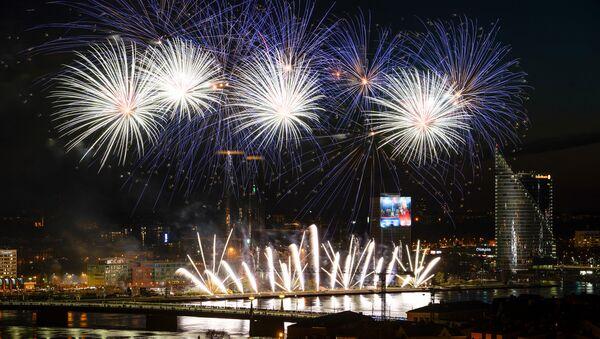 Праздничный салют в День восстановления независимости Латвийской республики - Sputnik Латвия