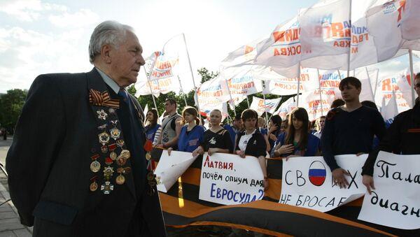Митинг в поддержку бывшего советского партизана Василия Кононова в Москве. 2010 год - Sputnik Латвия