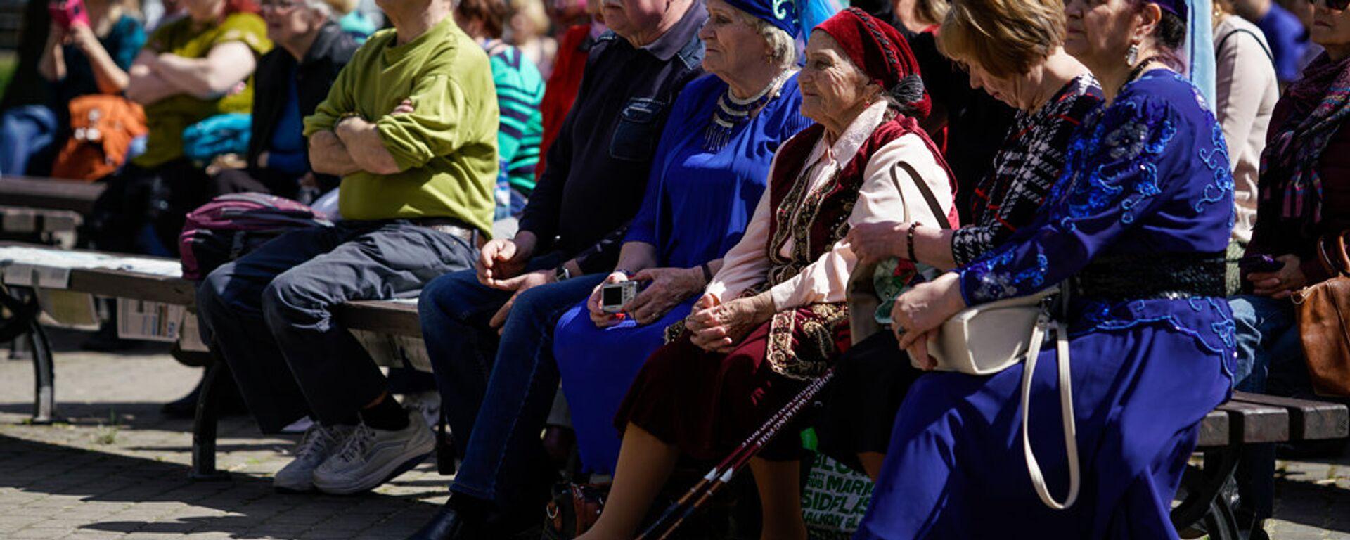 Зрители на празднике Сабантуй в Верманском парке в Риге - Sputnik Латвия, 1920, 22.07.2021