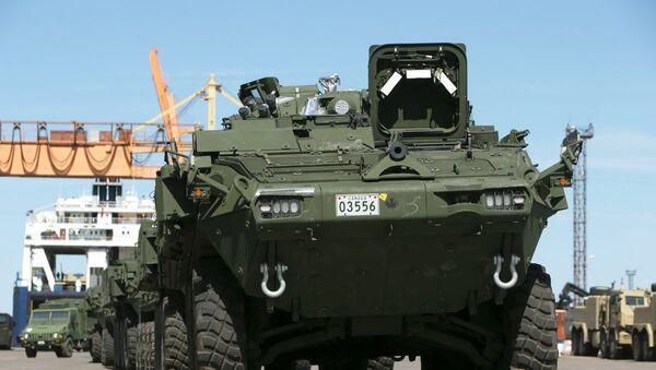 Канадская военная техника прибыла в Адажи - Sputnik Латвия