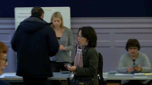 Первые парижане проголосовали во втором туре - Sputnik Латвия