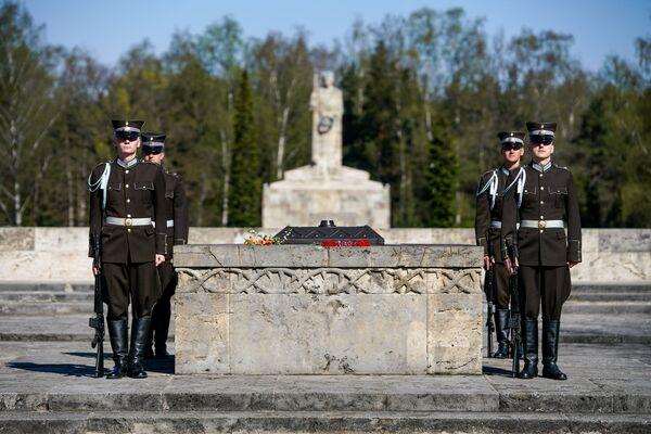 Почётный караул у Вечного огня - Sputnik Латвия