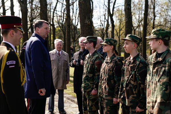 Президент Латвии Раймондс Вейонис пообщался с молодежью - Sputnik Латвия