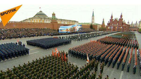 Sarkanaljā laukumā Maskavā notiek Uzvaras parāde - Sputnik Latvija