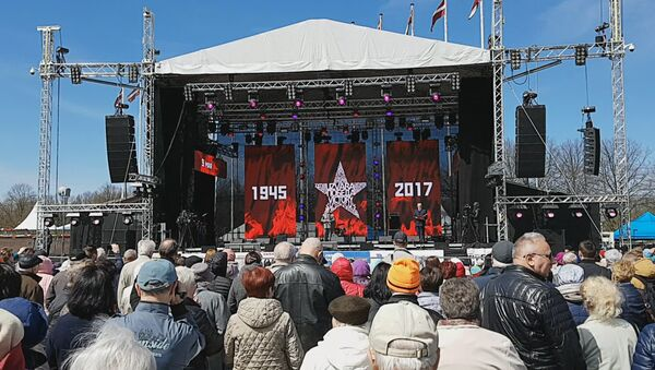 Экс-депутат Рубикс поздравил рижан с днем Победы - Sputnik Латвия