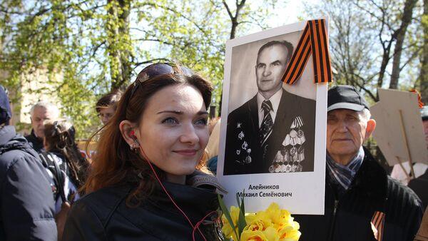Шествие Бессмертного полка в Риге 9 мая 2017 года - Sputnik Латвия