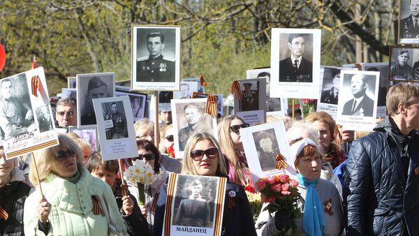 Шествие Бессмертного полка в Риге 9 мая 2017 года - Sputnik Latvija