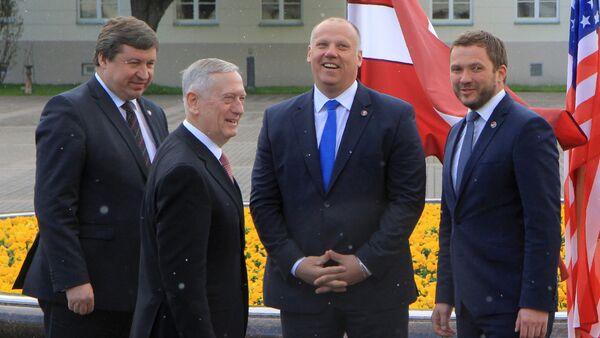 Министр обороны стран Балтии и США на встрече в Вильнюсе - Sputnik Латвия