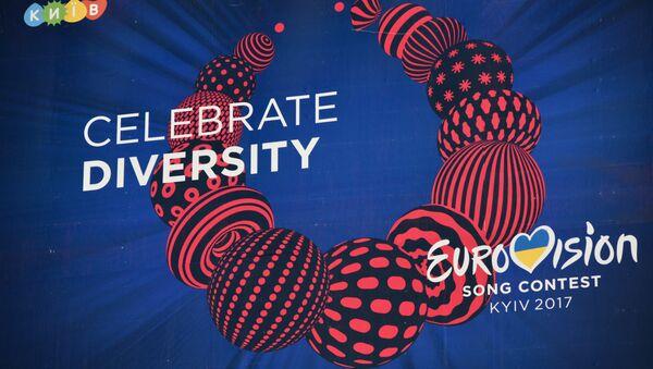 Рекламный щит с символикой международного конкурса эстрадной песни Евровидение в Киеве. - Sputnik Латвия
