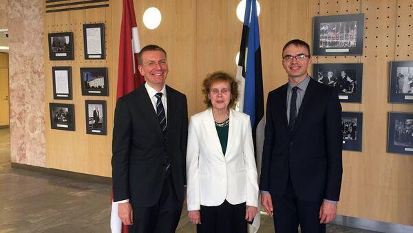 Министр иностранных дел в Таллинне вручает Премию популяризации латышского и эстонского языков переводчице Ливии Виитол - Sputnik Латвия