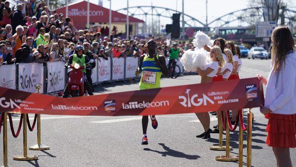 Победитель Рижского марафона Джозеф Кенго, Кения - Sputnik Латвия
