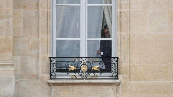 Франсуа Олланд перед началом церемонии инаугурации новоизбранного президента Франции Эммануэля Макрона - Sputnik Латвия