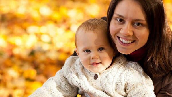 Женщина с ребенком - Sputnik Латвия