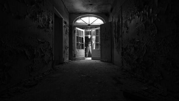 Тишина, заброшенная больница на улице Эзермалас в Межапарке - Sputnik Латвия
