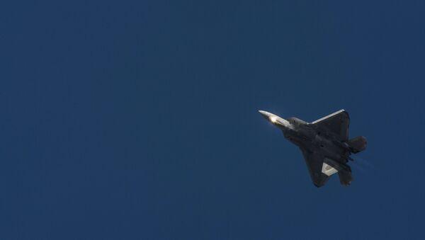 Истребитель F-22 ВВС США - Sputnik Латвия