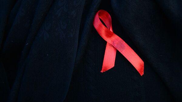 Sarkana lentīte HIV apkarošanas simbols  - Sputnik Latvija