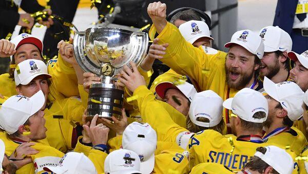 Игроки сборной Швеции на церемонии награждения чемпионата мира по хоккею 2017 в Кельне - Sputnik Latvija