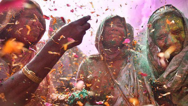 Шаши Шекхар Кашьяп, Индия. Вдовы на празднике красок - Sputnik Латвия