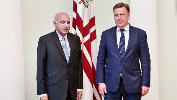 Встреча премьер-министра Латвии Мариса Кучинскиса и министра иностранных дел Индии Мобашара Джавада Акбара - Sputnik Latvija