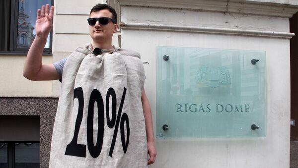 Пикет у Рижской думы против повышения налога на единственное жилье - Sputnik Латвия