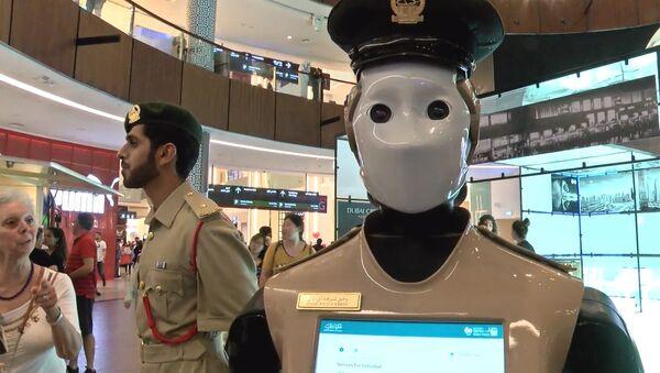 Робот-полицейский в Дубае - Sputnik Латвия