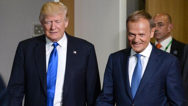 Президент США Дональд Трамп и председатель Европейского совета Дональд Туск - Sputnik Latvija