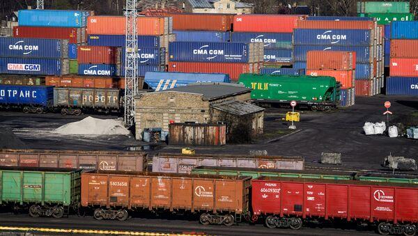 Вагоны и контейнеры в Рижском порту - Sputnik Латвия
