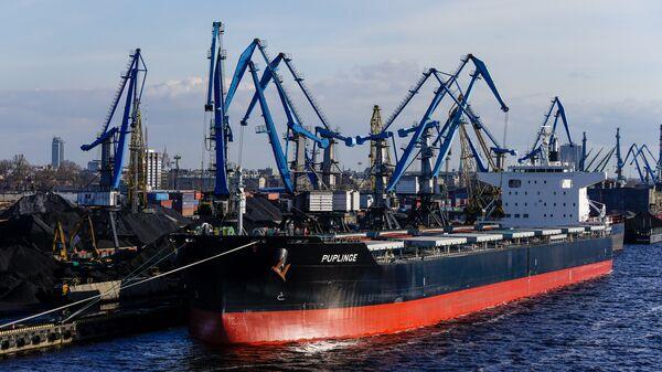 Перевалка угля в Рижском порту - Sputnik Latvija