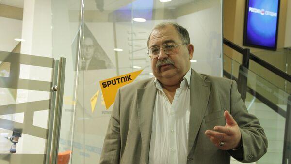 Доктор политических наук, профессор, действительный член Академии политических наук Сергей Черняховский - Sputnik Латвия