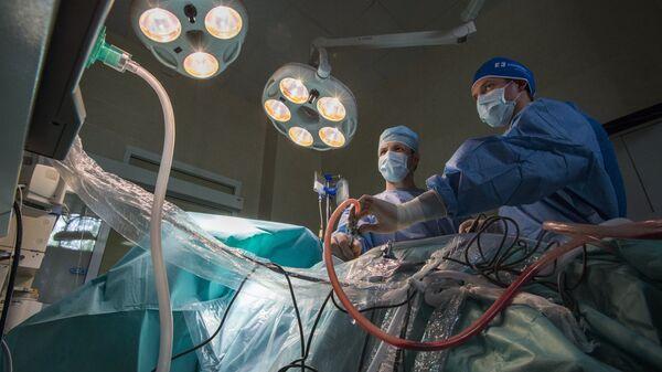 Операция в клинике - Sputnik Латвия