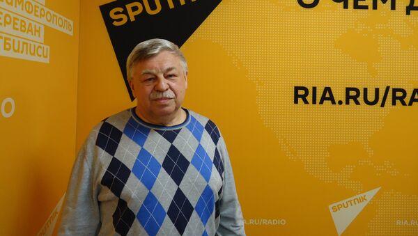 Доктор медицинских наук, профессор, Первый заместитель директора Национального научно-исследовательского института общественного здоровья Александр Линденбратен - Sputnik Латвия