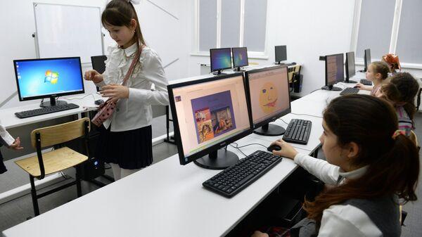 Дети и социальные сети - Sputnik Латвия