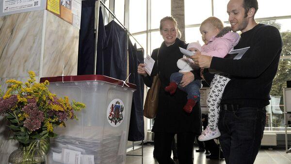 Голосование на парламентских выборах в Латвии - Sputnik Латвия