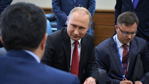 Президент РФ Владимир Путин на XXI Петербургском международном экономическом форуме - Sputnik Латвия