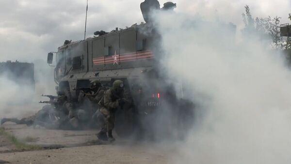 Учения спецназа с применением бронемашин Тайфун - Sputnik Латвия