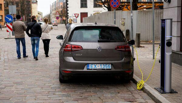 Зарядка для электромобилей в Старой Риге - Sputnik Латвия