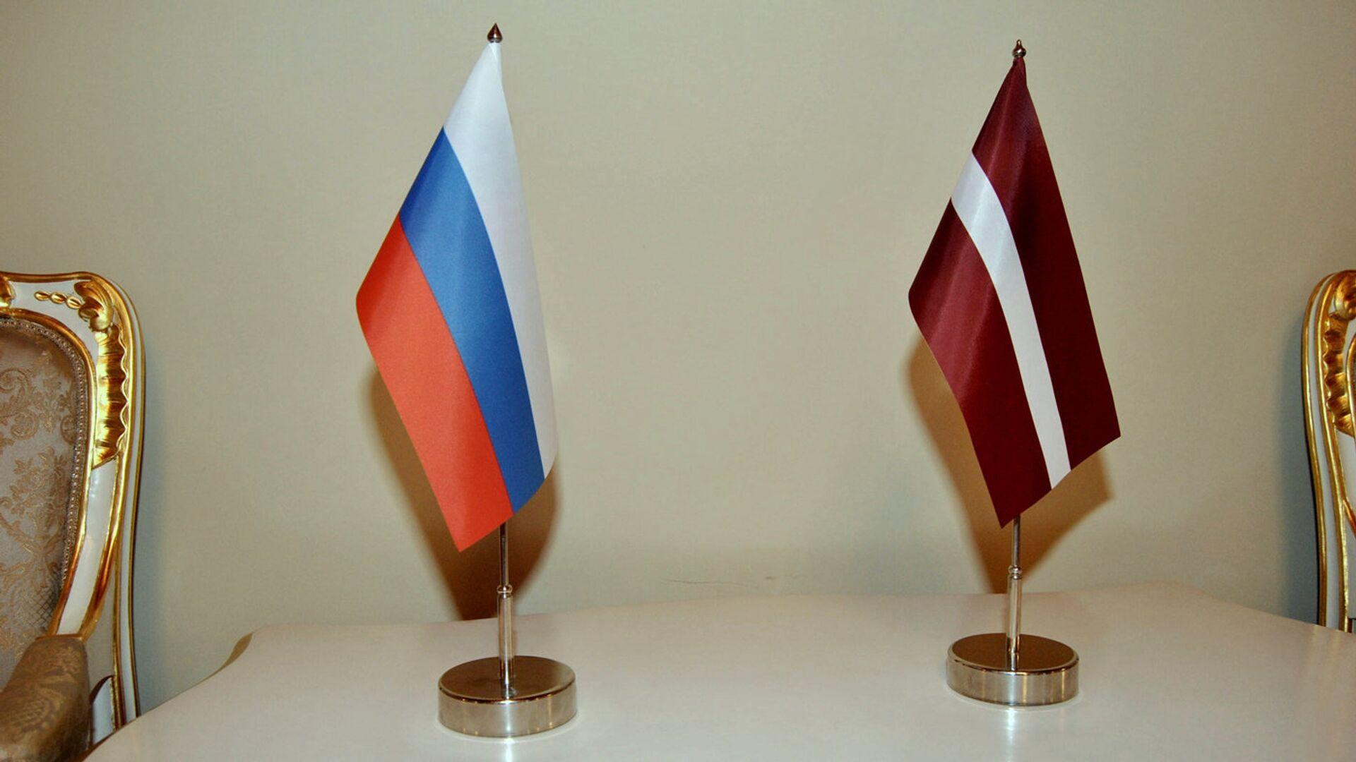 Флаги Латвии и России - Sputnik Латвия, 1920, 09.10.2021